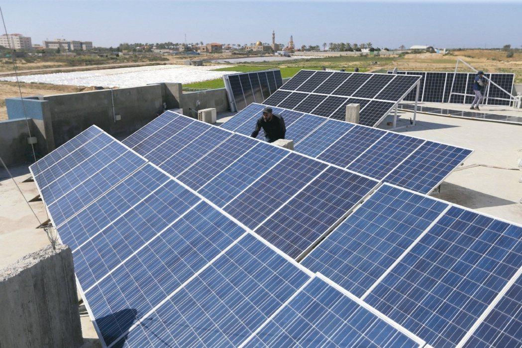 太陽能模組廠近期啟動大規模漲價機制反映成本,聯合再生、元晶、茂迪等業者都將是受惠...