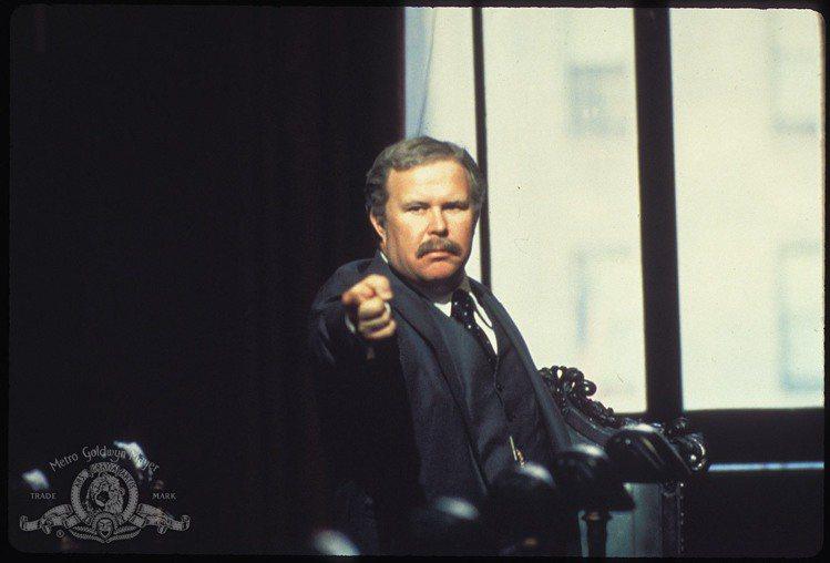 美國資深男星奈德比提在當地時間周日於洛杉磯家中自然去世,享年83歲,經紀人證實他臨終時親友都陪伴在旁。奈德生前曾以「螢光幕後」入圍過一次奧斯卡最佳男配角,也在「激流四勇士」、「超人」等片讓觀眾留下深...