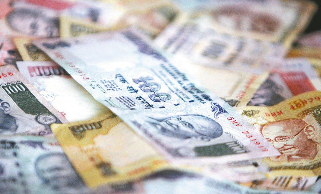 財政部匿名官員透露,為吸引外資和深化國內債市,印度聯邦政府提高外資投資印度政府與...