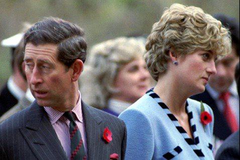英國伊莉莎白二世女王雖然備受國民愛戴,但要做他的媳婦,顯然不那麼容易,特別是如果自己不能面對一切、找到調適之道,休想從她那兒得到太多的同情,因為她向來不愛談論內心深處的感覺,也不喜歡皇室其他人公開講...