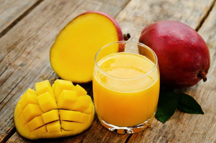 芒果被視為「夏日紅寶石」,纖維多,富含維生素A、E、B群及銅。圖/123RF