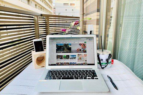 防疫新生活,日本政府宣導鼓勵企業能維持遠端工作,在自家陽台工作成了許多人的新日常...