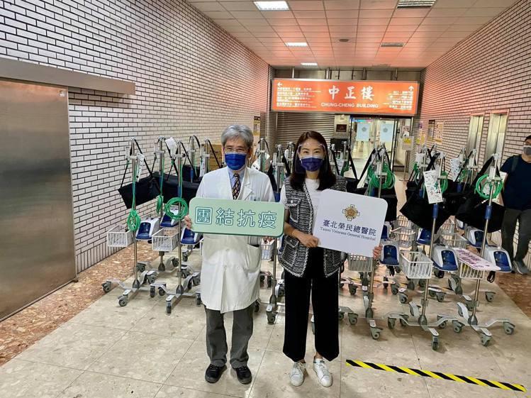 賈永婕捐贈HFNC給各大醫院。 圖/擷自賈永婕臉書