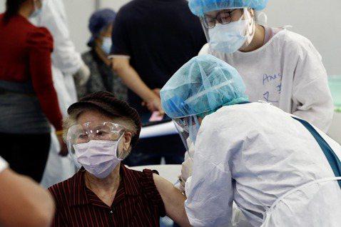 疫苗安全有效嗎?防疫關鍵期,政府如何因應「疫苗信任危機」?