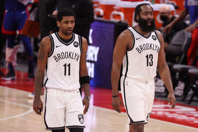 籃網隊哈登(左)與厄文確定皆缺席G5。 法新社