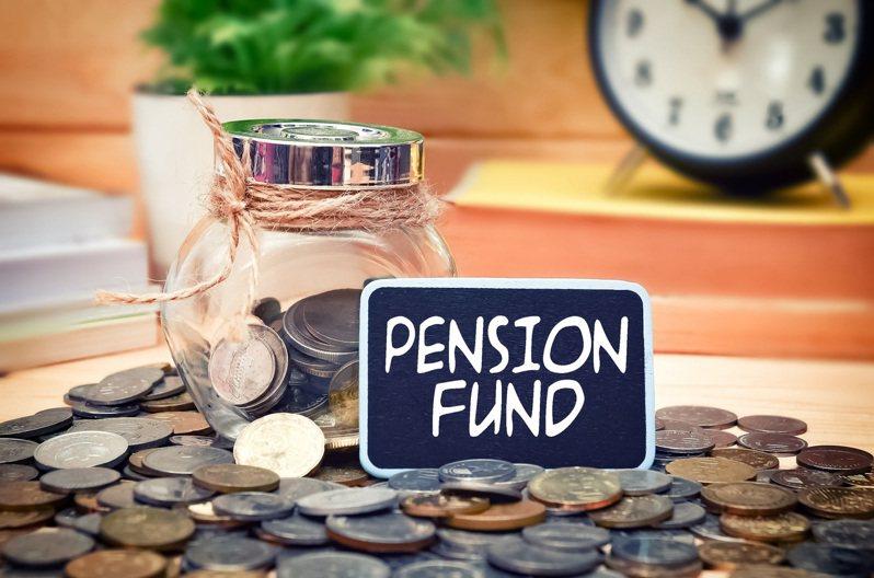 當存錢速度愈來愈趕不上退休年齡時,老後退休生活確實令人堪慮。 圖/小花平台保險+提供