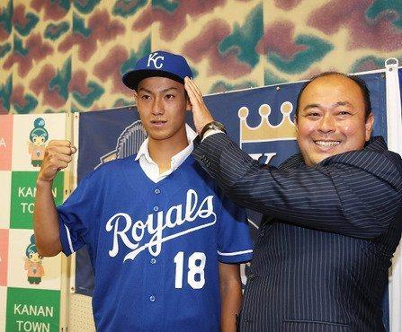 16歲與皇家簽約的結城海斗,創下最年輕與美職球團簽約的日本球員。 取自Twitter@mlbnews2ch