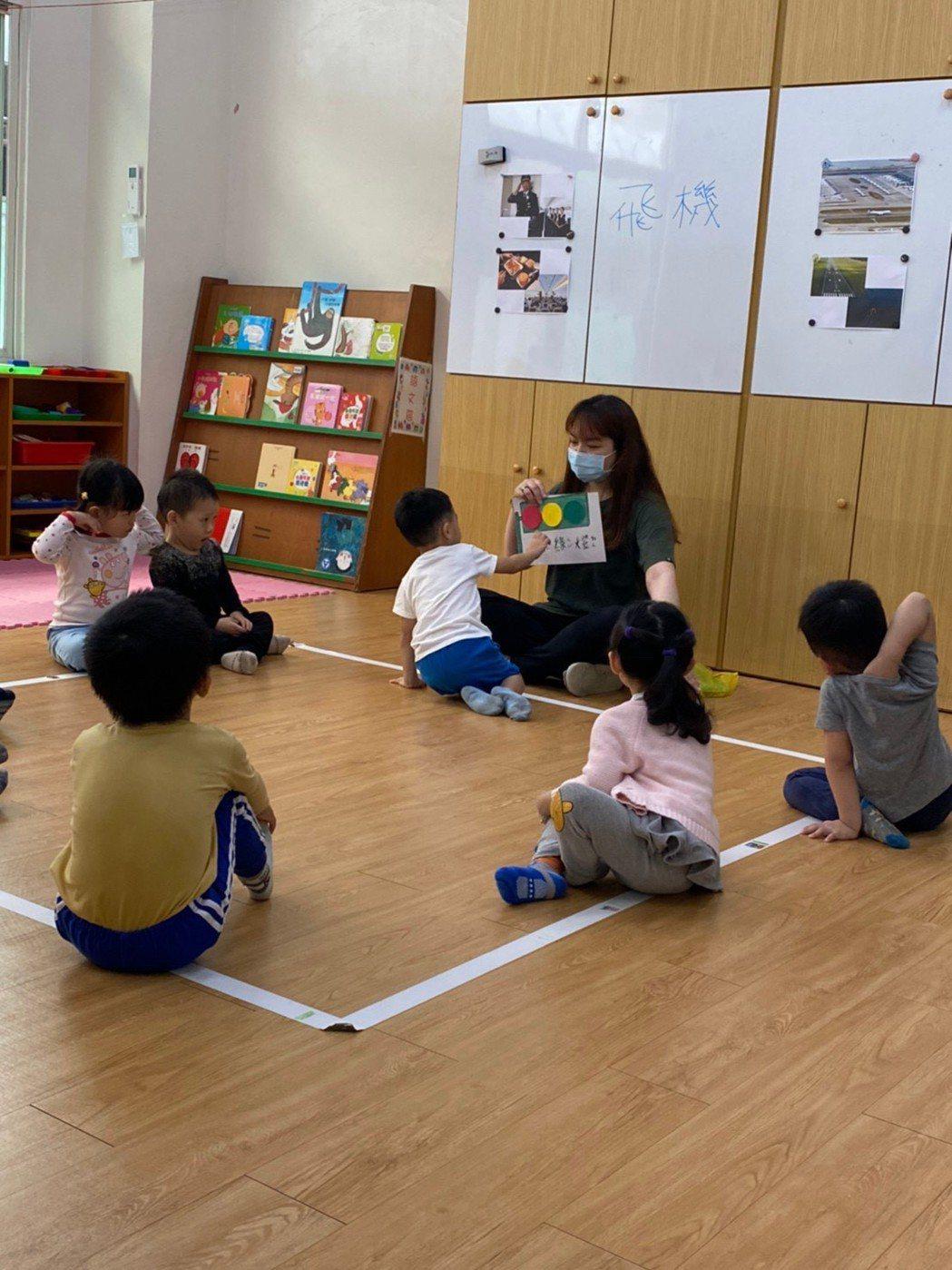王慧柔白天在幼兒園工作扛下家計。 崑山科大/提供。