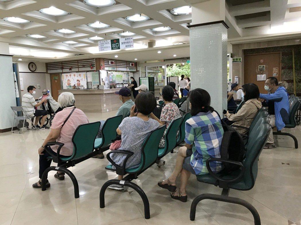 臺南高齡長者首波COVID-19疫苗施打 胸腔病院正式開跑。 胸腔病院/提供。