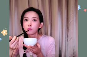 林志玲也開「吃播」 31秒狂嗑粽子畫面曝光
