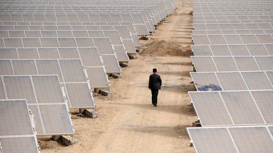 太陽能產業正受到零件與勞工成本飆升的衝擊。圖/路透