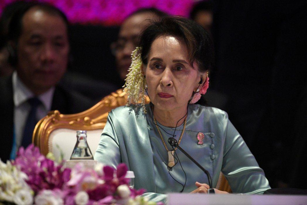 緬甸民選政府領袖翁山蘇姬遭軍方奪權後、被控多項罪名,法院14日起開始審理。同時聯...