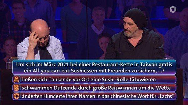 「壽司郎」3月間推出優惠活動,意外掀起「鮭魚之亂」,不料此事近期引發國際關注,有德國益智節目將此事件列為題目,詢問參賽者「為了吃免費的壽司,台灣人做了什麼事」,結果參賽者得知正確答案後還不可置信地笑出來。截自推特