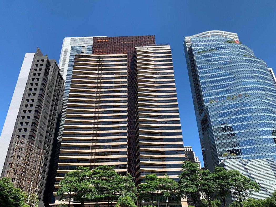 「大陸丽格」高樓層戶也以每坪72.1萬元高價成交,為七期今年以來最高成交單價。圖...