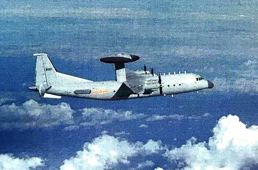 據軍方人士證實,共軍包括運八反潛機、空警500(如圖)等多機型,今日上午進入我西...
