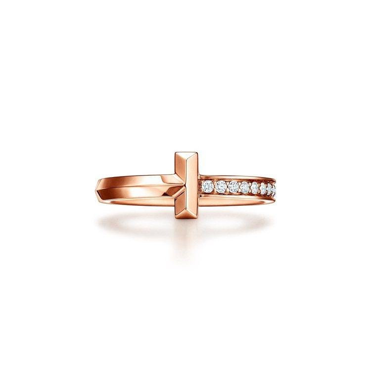 Tiffany T1 18K玫瑰金窄版鑲鑽戒指,60,000元。圖/Tiffan...