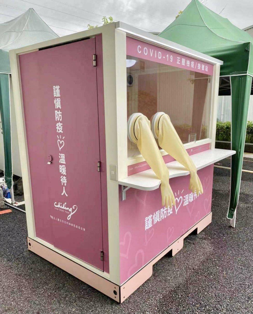 此次捐贈的正壓檢疫亭,是新創公司威浦斯科技的專利技術產品。威浦斯科技提供