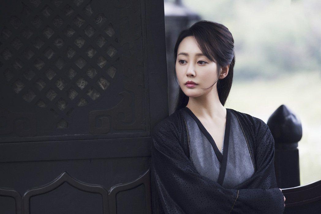 「炩妃」李純在「慶餘年」中一甩心機形象。圖/中天娛樂台提供