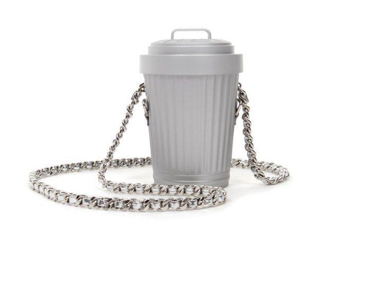 垃圾桶造型背包。圖/MOSCHINO提供