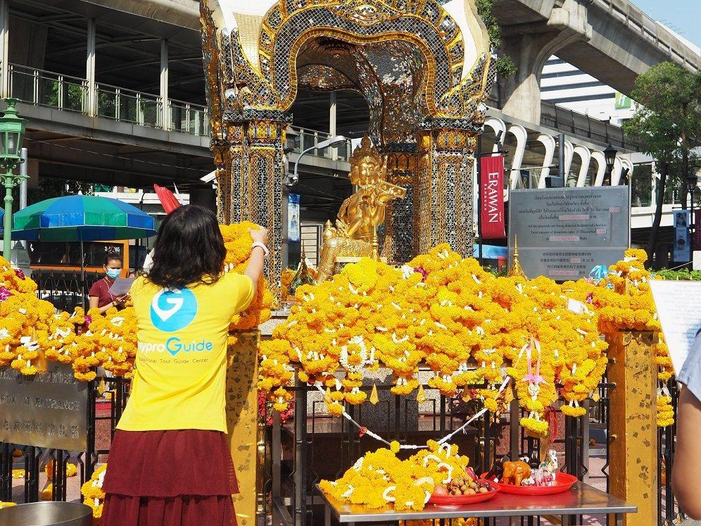 泰國曼谷四面佛還願或許願線上祈福。 圖/KLOOK提供