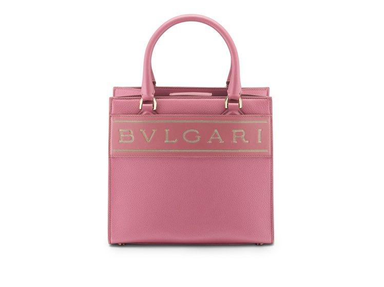 BVLGARI LOGO薔薇石英粉色小牛皮托特包,約69,900元。圖/寶格麗提...