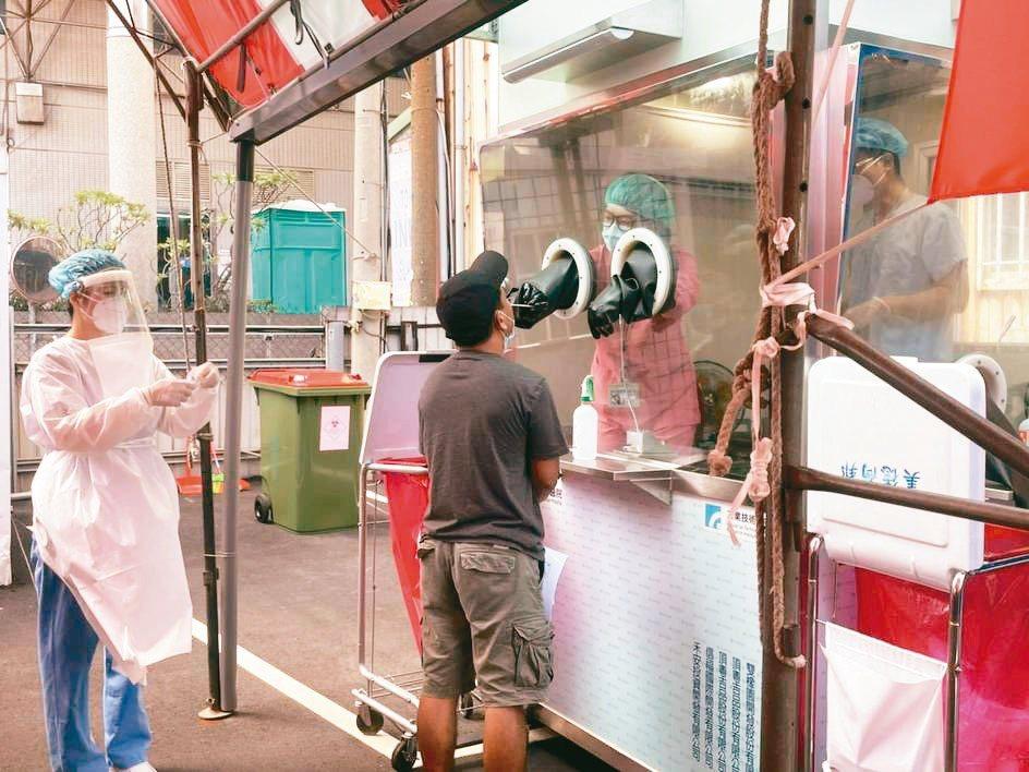 臺中港科技產業園區與童綜合醫院合作設立快篩專區。 加工出口區管理處中港分處/提...