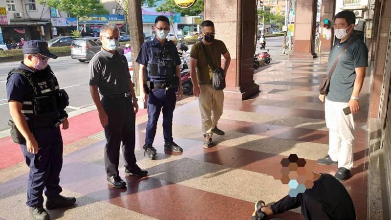 警方從賴男身上起出改造手槍1把、子彈6發。記者楊湛華/翻攝