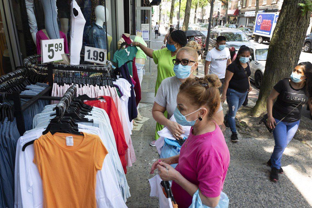 美國5月零售銷售降幅大於預期,顯示隨著疫苗接種讓民眾重啟旅遊與投入其他活動,消費...