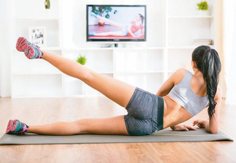 民眾居家防疫時期,應養成定時運動的習慣。示意圖/123RF