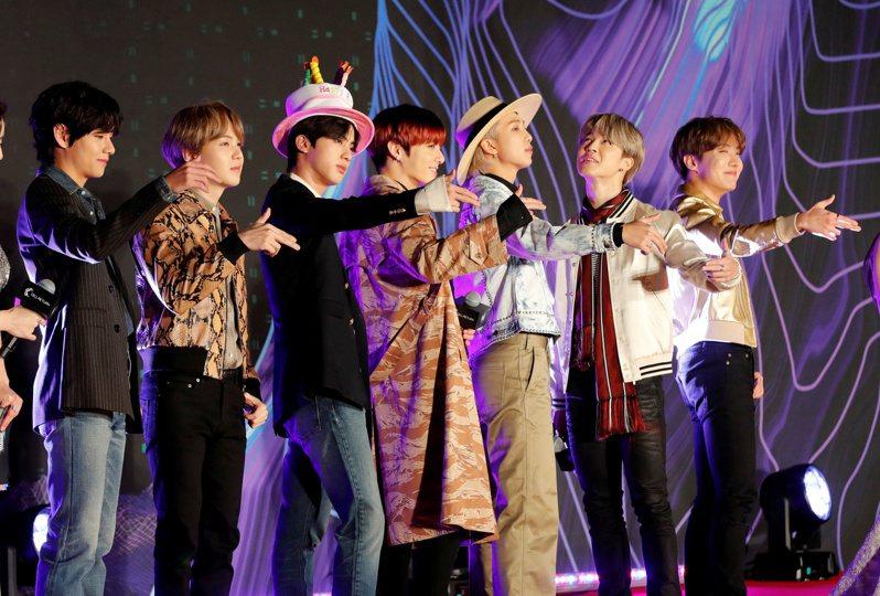 BTS在5月21日於Youtube發布最新單曲「Butter」後,已成為YouTube發布24小時內點閱率最高的MV,該單曲也連三周蟬聯美國告示牌單曲排行榜榜首。路透