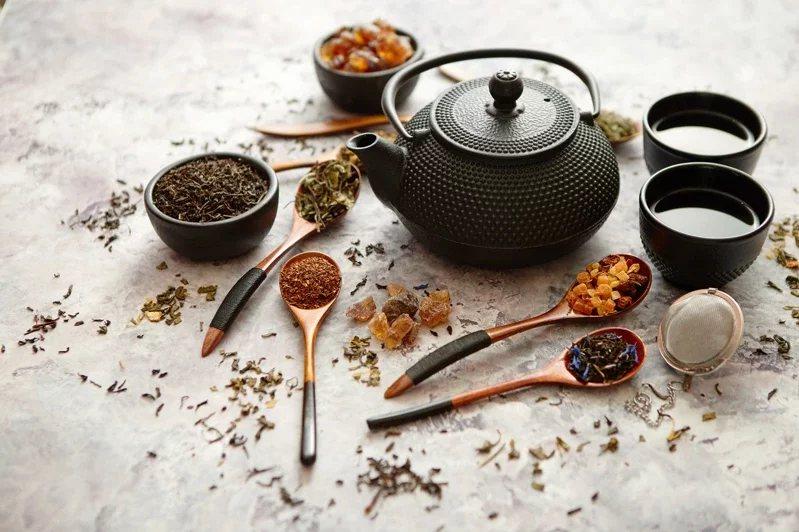 古代端午節流傳驅邪除疫的習俗,也適用於現代,例如解毒茶飲。  圖/123RF