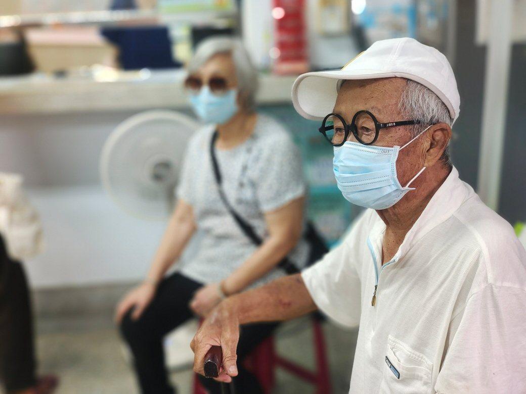 90歲的脫線15日接種AZ疫苗。圖/擷自臉書