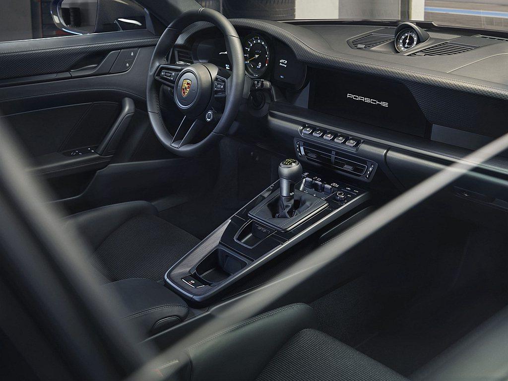 保時捷911 GT3 with Touring Package內裝舉凡方向盤、排...