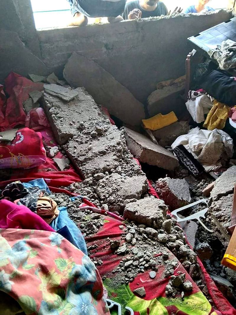 印尼摩鹿加群島海域16日下午發生規模6.1地震,深度僅10公里,當局表示已有13次餘震,且有海嘯可能。 圖/法新社