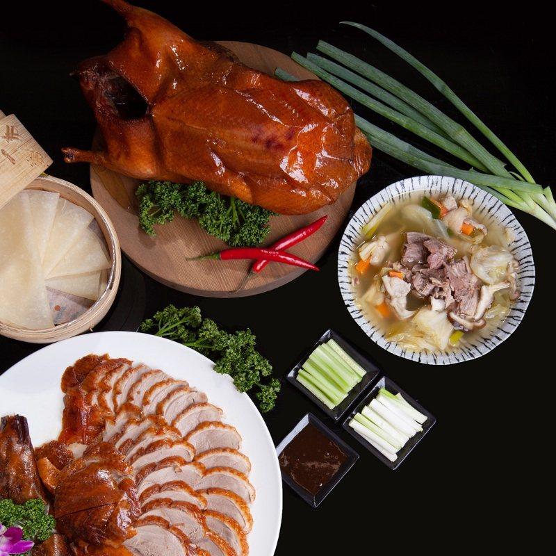 傳承北京全聚德技藝的掛爐烤鴨。 礁溪長榮鳳凰酒店/提供