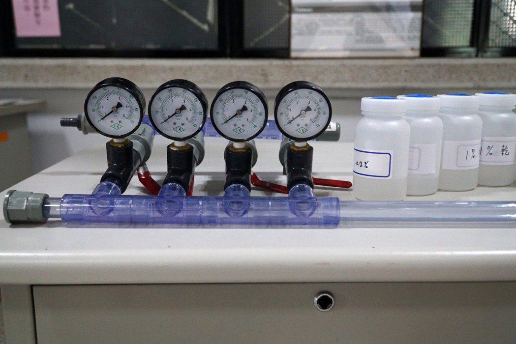 該校工學院「指數型噴流之流場混合裝置」專利的實驗器具。 大葉大學/提供。