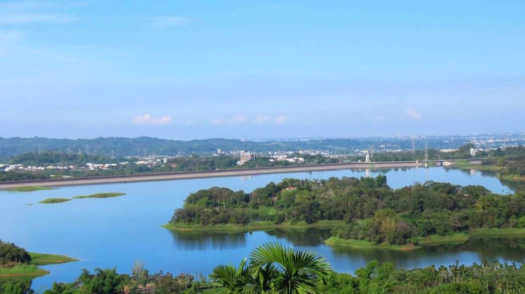 生態觀察家暨攝影師蘇家弘觀察拍攝仁義潭湖光山色情景再現。圖/蘇家弘提供