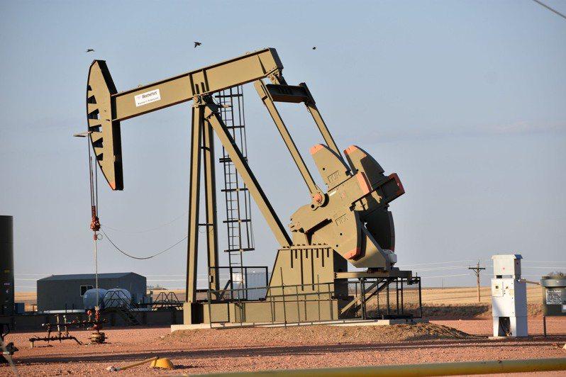 大型大宗商品交易商預估,今年油價將進一步上漲,但對漲幅和持續期間長短的看法不一。美聯