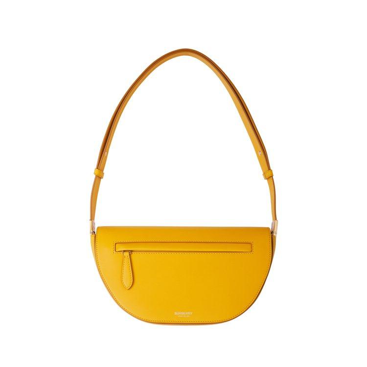 金盞花色小型皮革Olympia包,69,000元。圖/BURBERRY提供