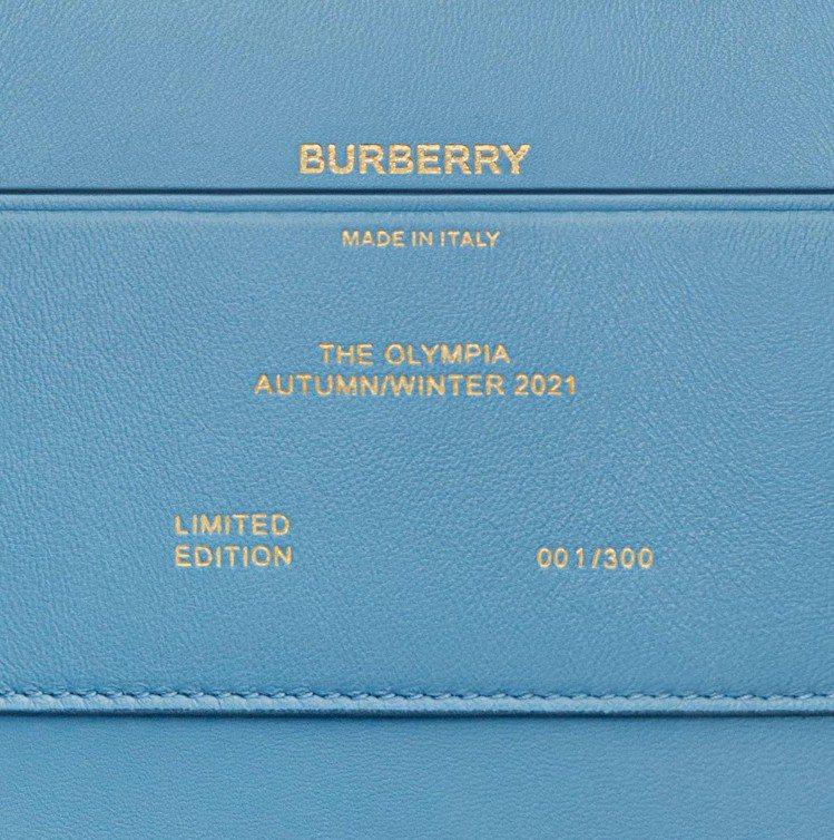 拓帕石藍迷你金鍊Olympia包,55,000元。圖/BURBERRY提供