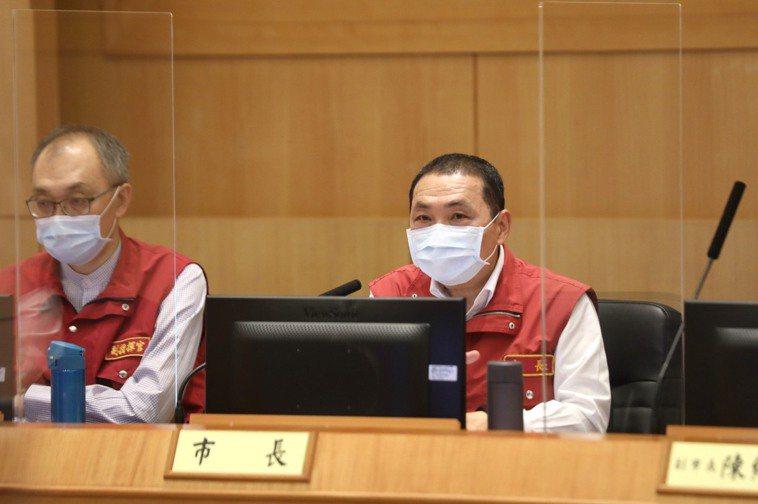 新北市長侯友宜說,若企業沒辦法保護移工,染疫就停工。圖/新北新聞局提供