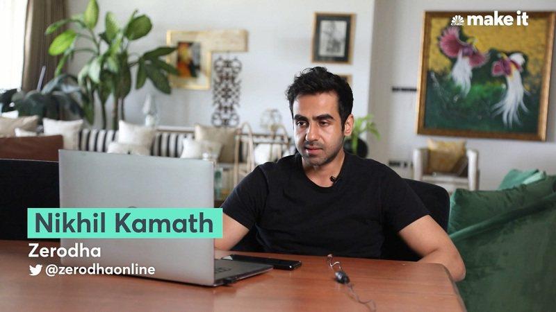 印度年輕億萬富翁卡馬斯接受CNBC訪問。卡馬斯近日在線上對弈下贏印度第一位西洋棋特級大師與五屆世界西洋棋錦標賽冠軍阿南德,事後坦承靠電腦與專家團隊作弊。路透/CNBC