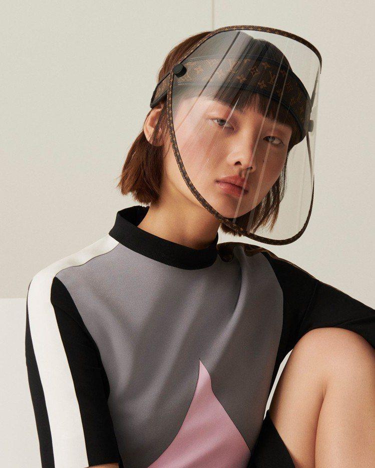LV Shield面罩會隨光線而應變深淺色。圖/LV提供