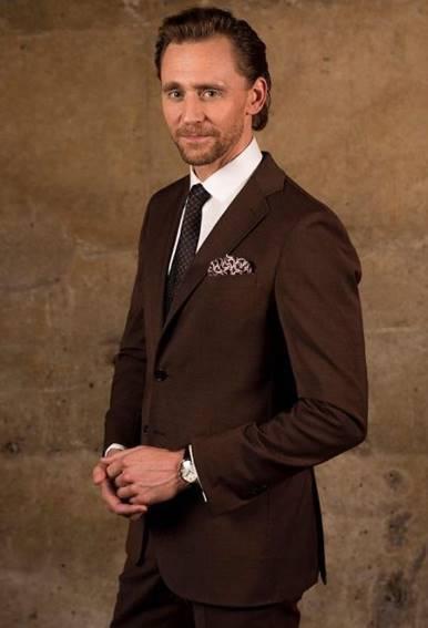 英國男星湯姆希德斯頓配戴卡地亞腕表出席「洛基」影集倫敦首映。圖/取自網路