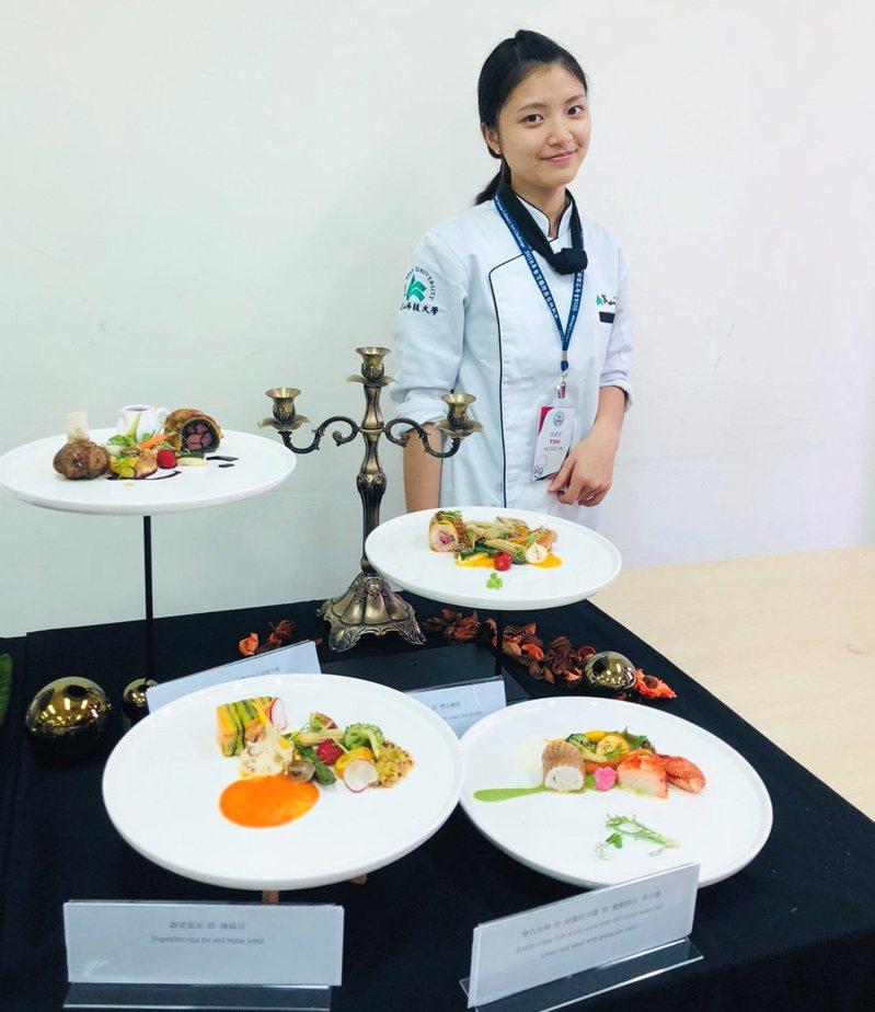 崑山科技大學應屆畢業生姚柔安,擔任系學會會長,大學4年共考取10張證照,拿下3場國際競賽銀牌佳績。圖/學校提供