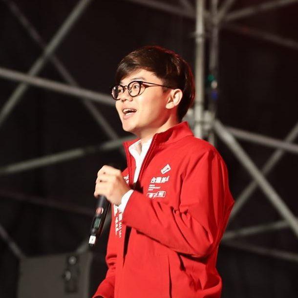 台灣基進黨新聞部主任張博洋表示,全台灣被雙北兩個市長綁架,防疫記者會變成政治記者會。圖/取自張博洋臉書