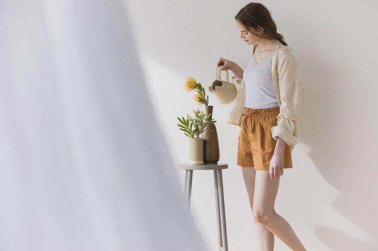 UNIQLO女裝棉麻舒適短褲,限定折扣價390元。圖/UNIQLO提供