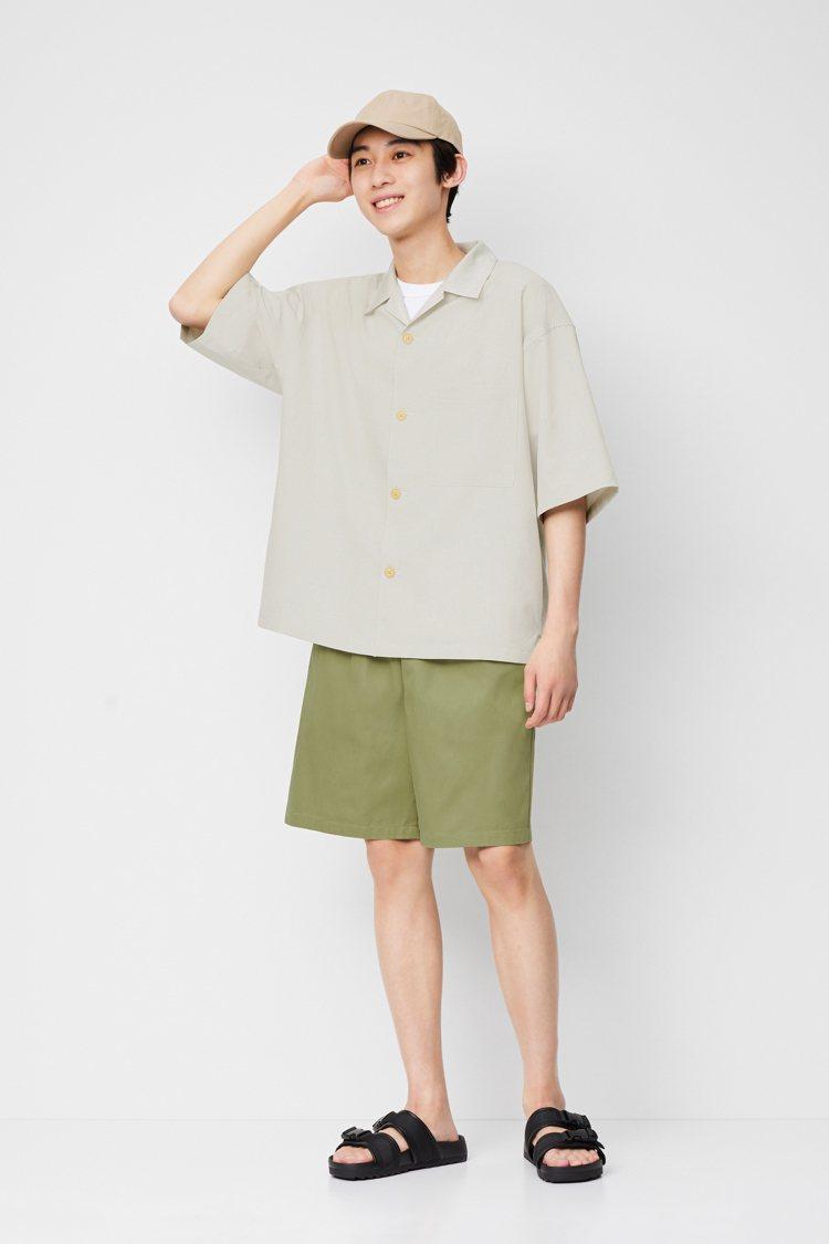 GU男裝Dry wide fit吸濕速乾開領襯衫,限定折扣價590元。圖/GU提...