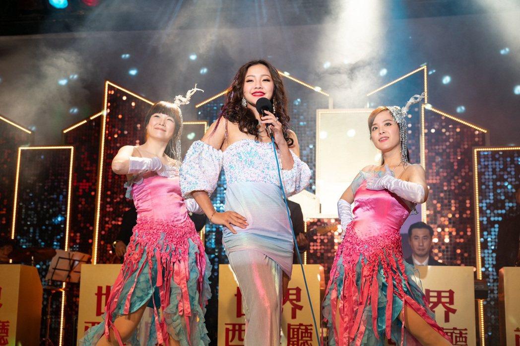 賴慧如在「黃金歲月」中飾演動感歌手。圖/民視提供