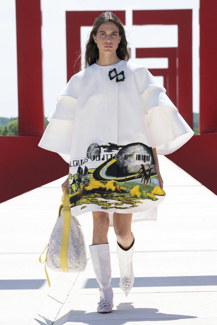 褶襉寬袖超有氣勢,也有女裝藝術總監Nicolas Ghesquière鍾愛的未來...